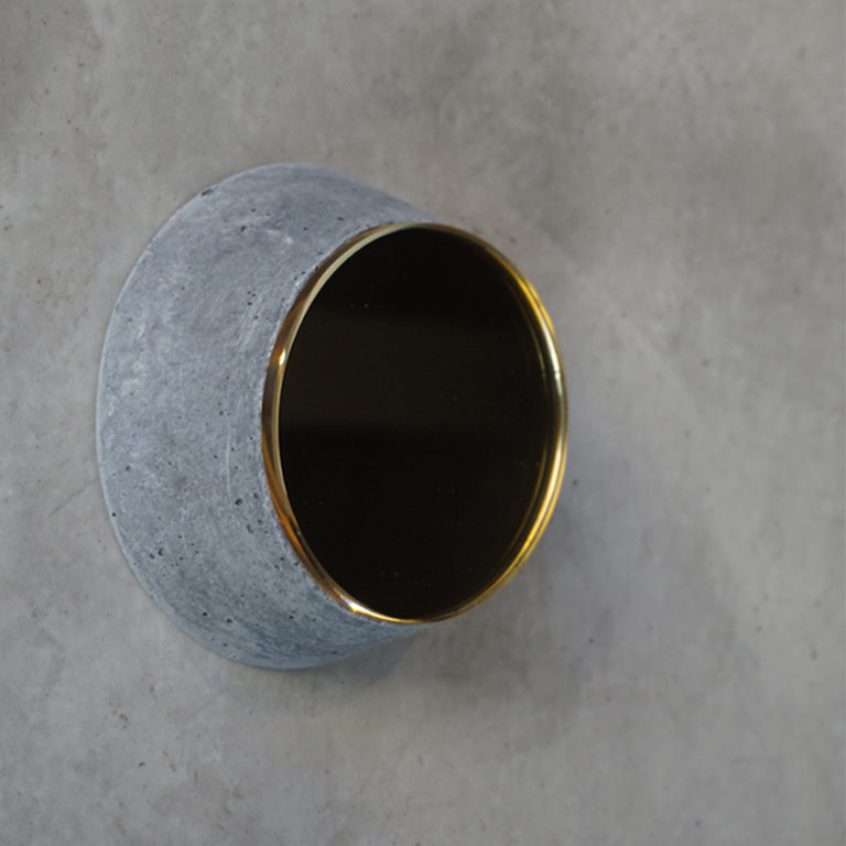 SMALL-EYE-wall-mirror-brass-copper-concrete-white-black-handmade-playful-detail-alentes