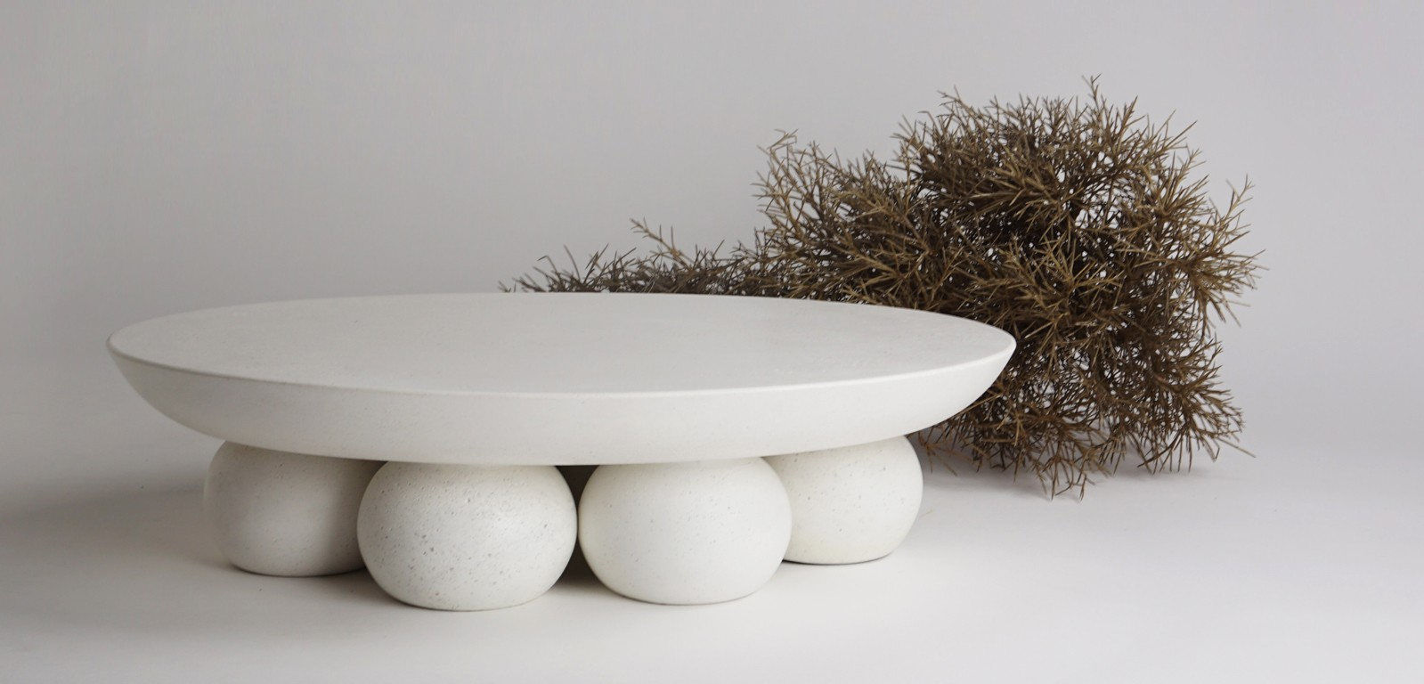 PIEDI-sculptural-centerpiece-stand-platter-tabletop-white-handmade-luxury-alentes-8