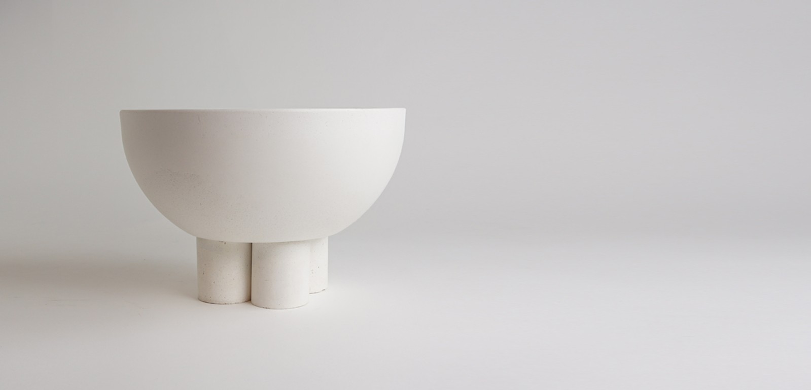 PILLAR-BOWL-sculptural-vessel-pot-centerpiece-white-concrete-luxury-alentes
