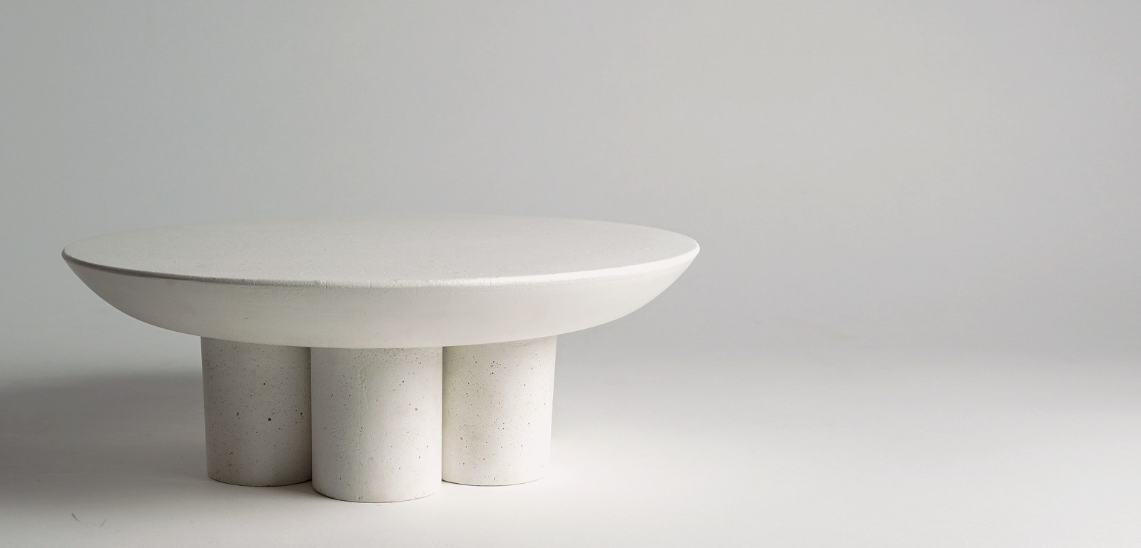 PILLAR-STAND-sculptural-platter-centerpiece-white-concrete-luxury-alentes