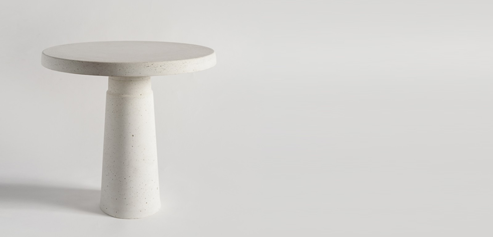 PIN-side-accent-coffee-tables-minimal-white-black-concrete-handmade-luxury-alentes